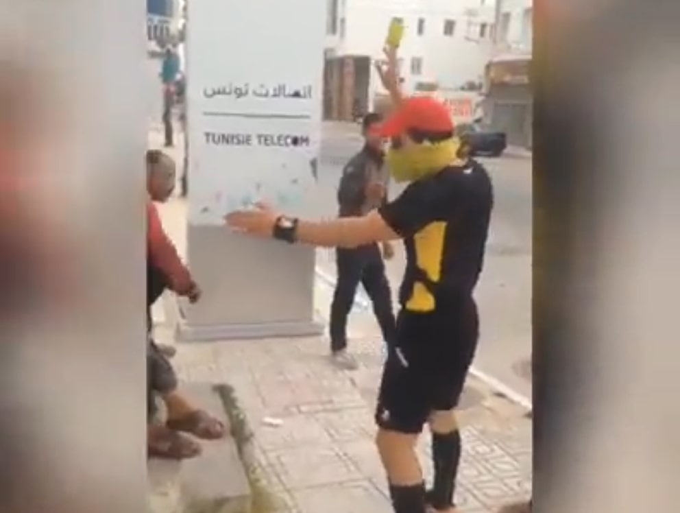 نابل حكم كرة اليد يوزع بطاقات حمراء على مخالفي إجراءات مجابهة الكورونا